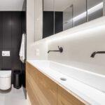 Een unit wc en douche plaatsen